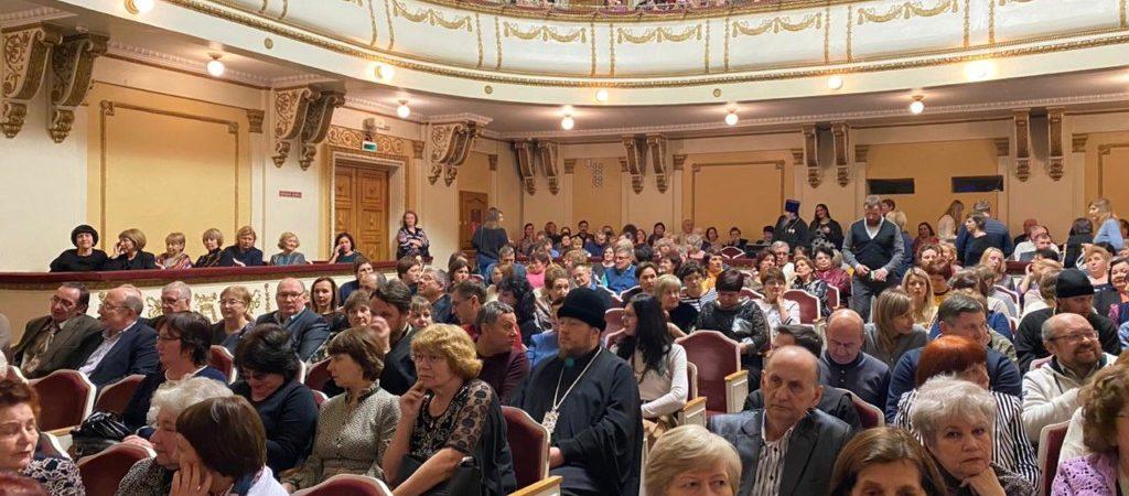 Мужской ансамбль «Дорос» выступил с концертом в Сатке